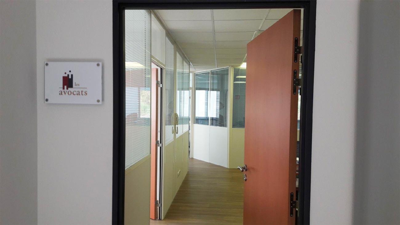 Couloir du cabinet Agro Juris, avocat fiscaliste à Avignon